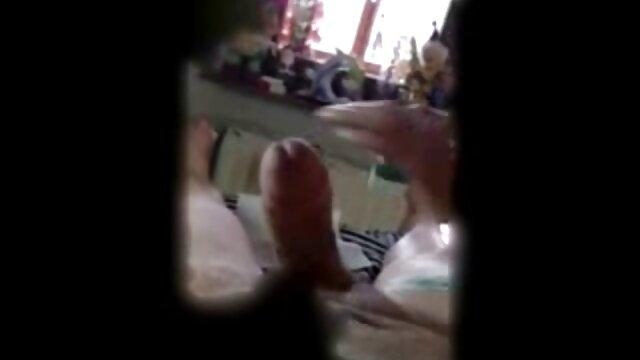 Adolescente sexo mexicano sexy Niki golpeada duro por la polla dura de su padrastro