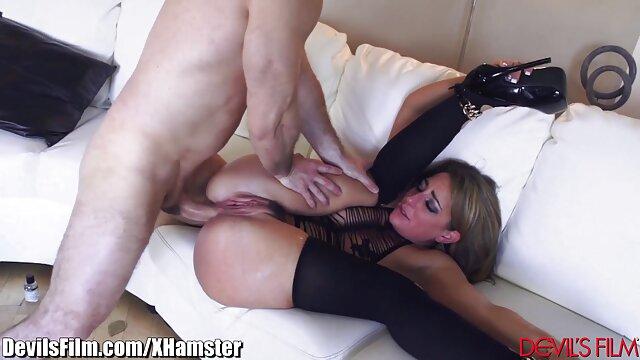 Escena lésbica con xvedeo PussyKat y Athina de Sapphic Erotica
