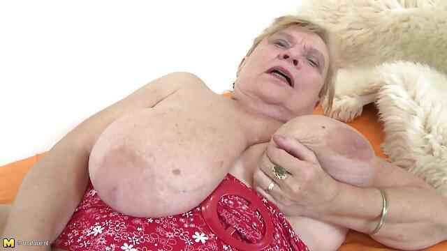 Haciéndolo videos porno con animales con sus amigos Hot Mom